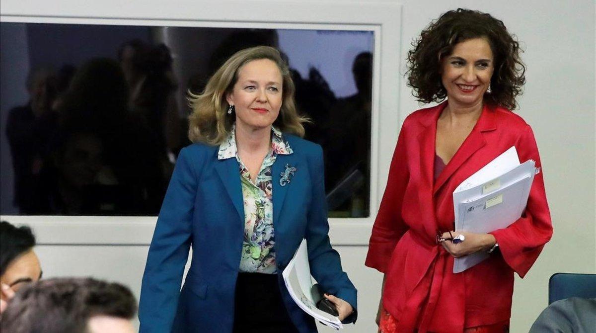La vicepresidenta económica, Nadia Calviño, y la ministra portavoz y titular de Hacienda, María Jesús Montero, en una imagen de archivo.