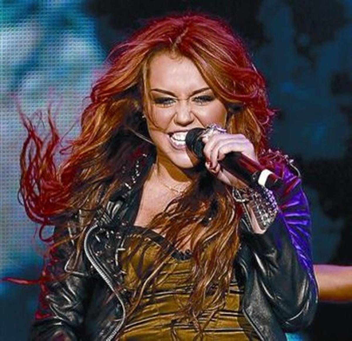 Miley Cirus, que cantará el domingo, en su última actuación en Lisboa.