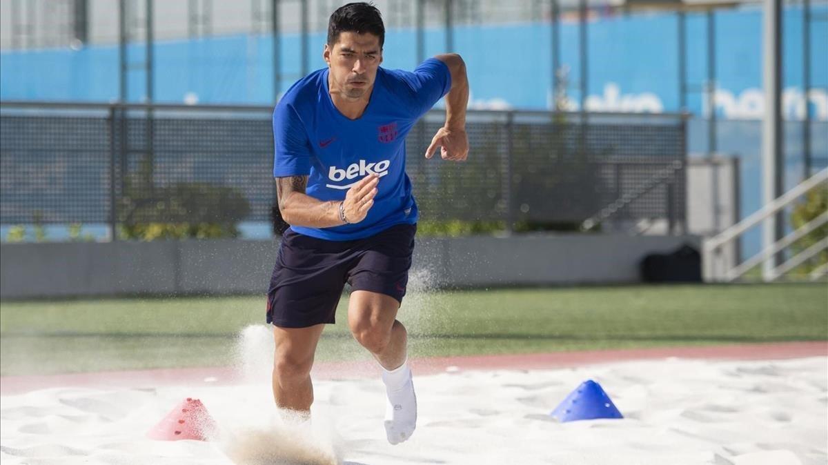 Luis Suarez, entrenando en solitario este fin de julio de la ciudad deportiva del Barça.