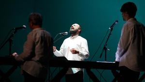 El Niño de Elcheeste viernesen el Lliure con'Noli me tangere', acompañado de un coro de voces en elespectáculo inaugural de la temporada del Lliure.
