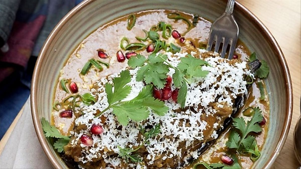 El 'baingan bharta', uno de los curris más famosos de la India, que hacen en el restaurante Masala 73.