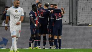 Los jugadores del PSG celebran uno de los goles ante el Olympique de Marsella.
