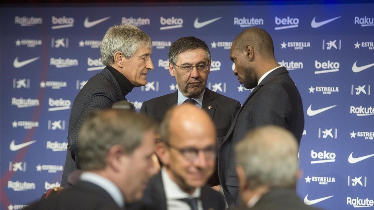 Setién, Bartomeu y Abidal,en la presentación del cántabro en el Camp Nou.