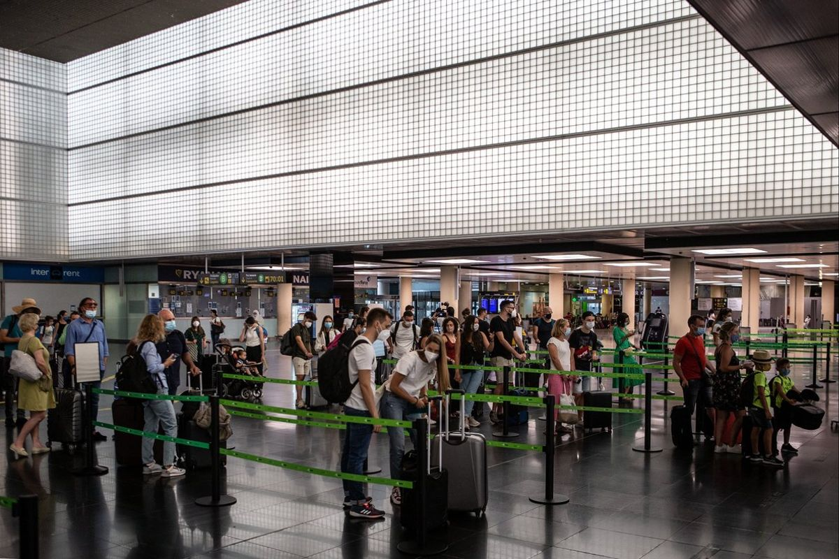 Viajeros en la T2 del aeropuerto de El Prat, el pasado verano.