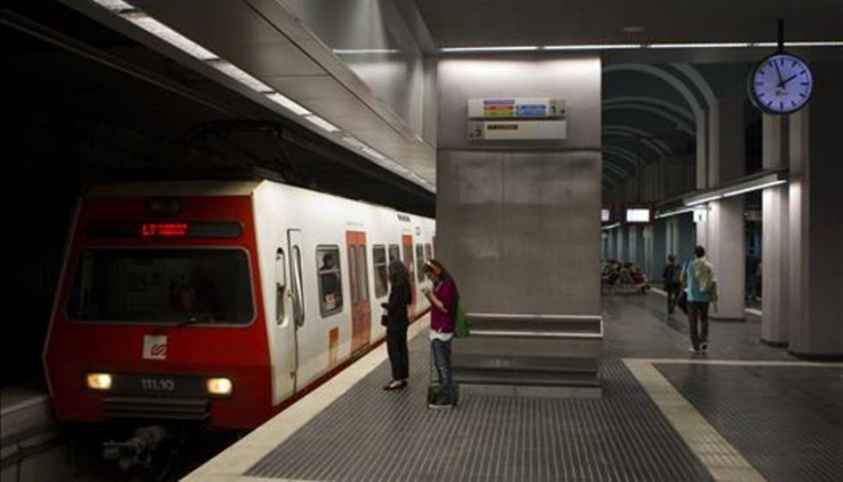 Andén ampliado de la estación de Gràcia de los Ferrocarrils de la Generalitat.