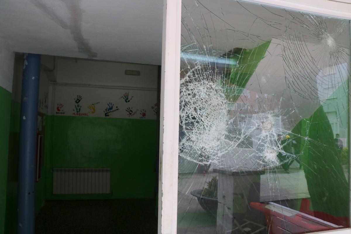 Una de las ventanas del centro de menores de Torredembarra.