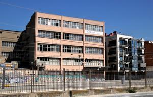 Fachada de la antigua fábrica Mobba de Badalona.