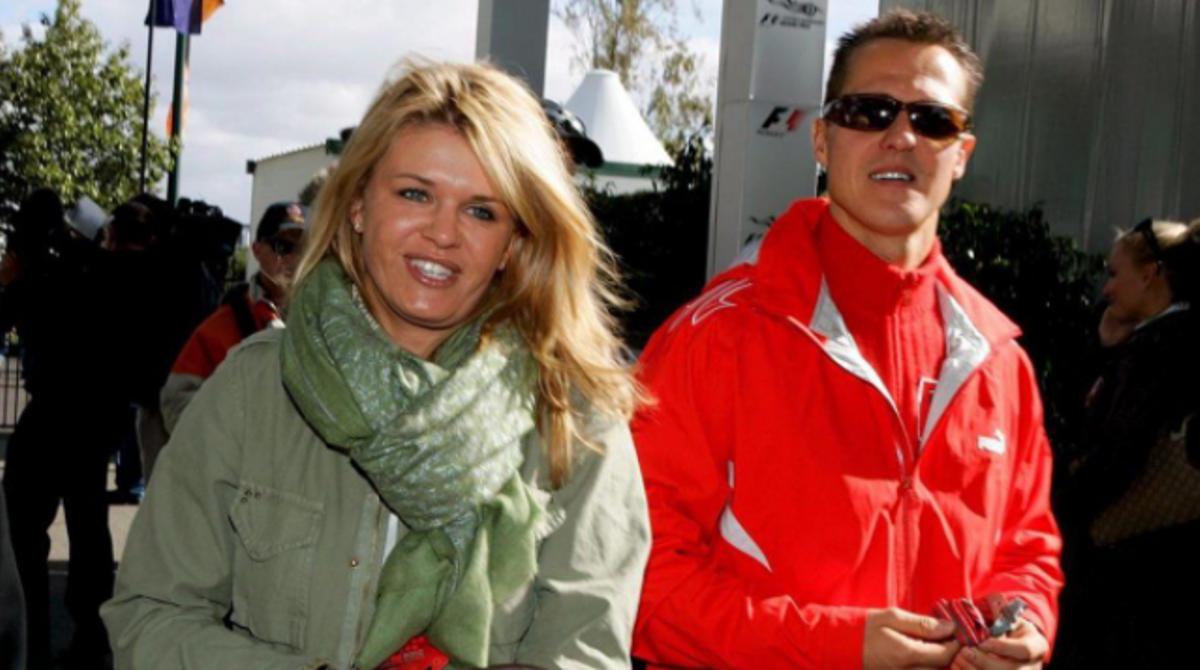 Corinna, en una imagen de archivo, junto al piloto alemán Michael Schumacher