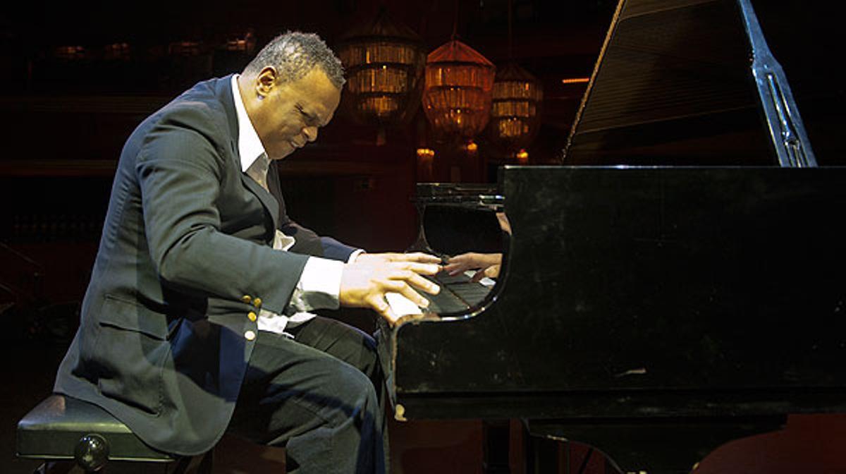 El pianista Chuchito Valdés interpreta una de sus composiciones para EL PERIÓDICO.