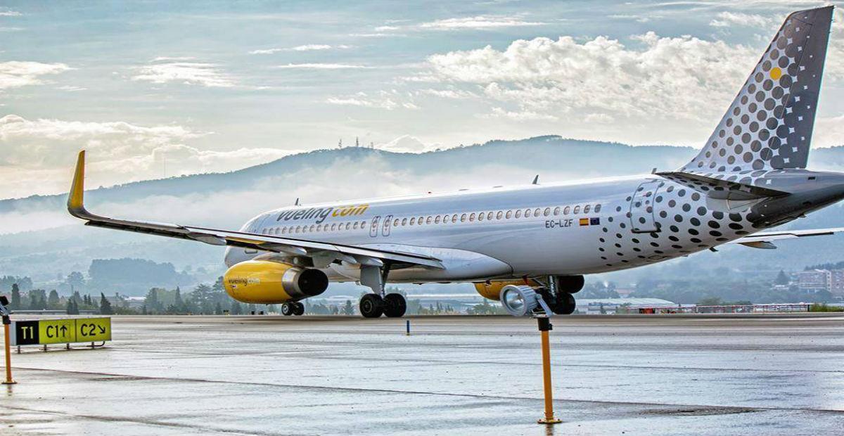 Un avión de Vueling en las pistas del aeropuerto de Tenerife.