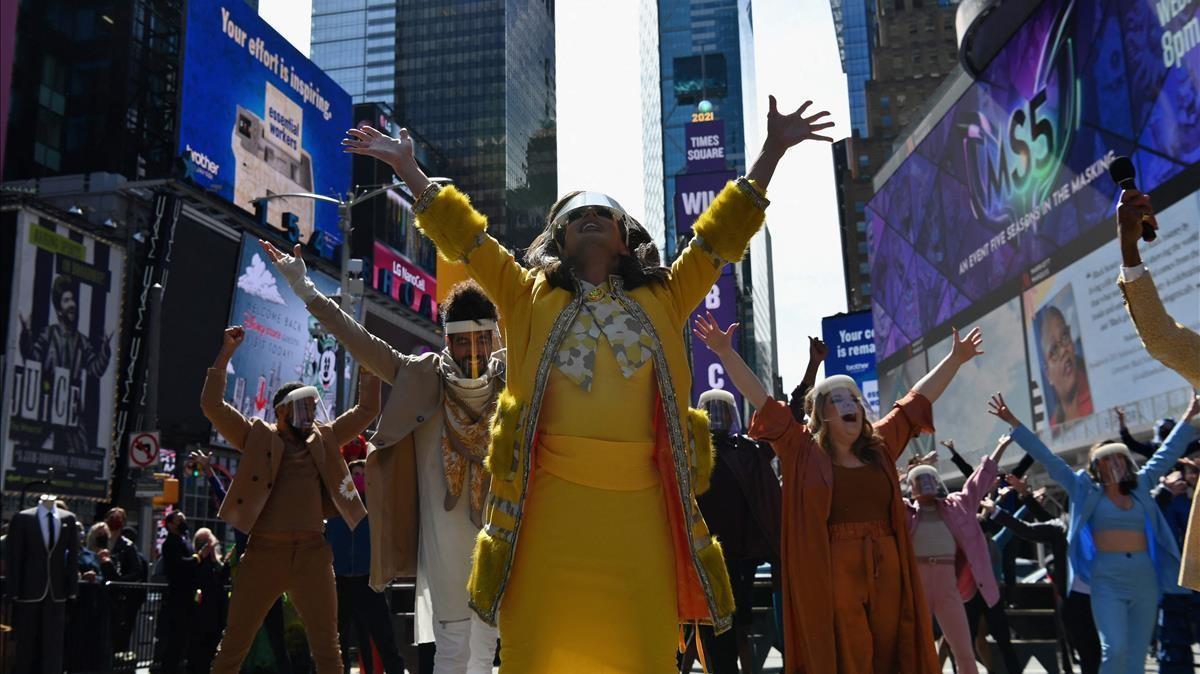 Músicos y artistas participan en el evento 'We Will Be Back' en Times Square el pasado 12 de marzo recordando que los teatros de Broadway siguen cerrados al público a causa de la pandemia.
