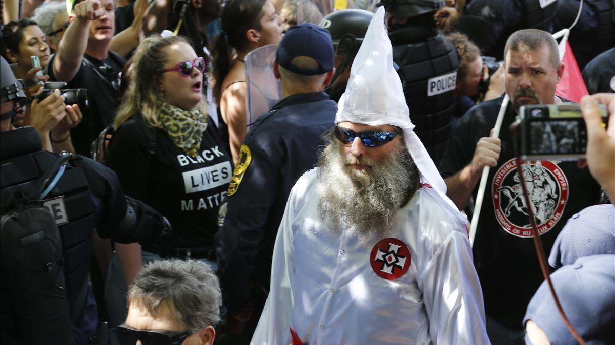 Miembros del KKK en la manifestación de Chralottesville en Virginia.
