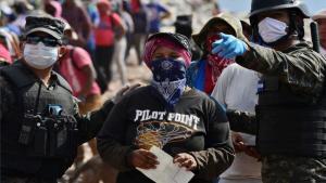 Personal militar de Honduras con mascarillas por el coronavirus.
