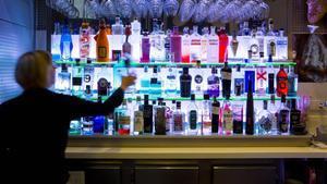 Botellas de licores en un bar de Barcelona.
