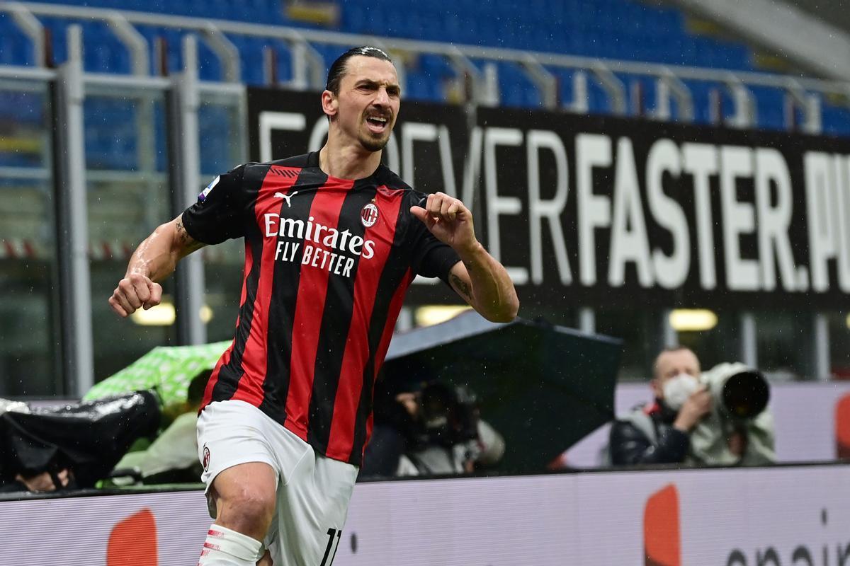Ibrahimovic celebra uno de sus dos goles ante el Crotone.