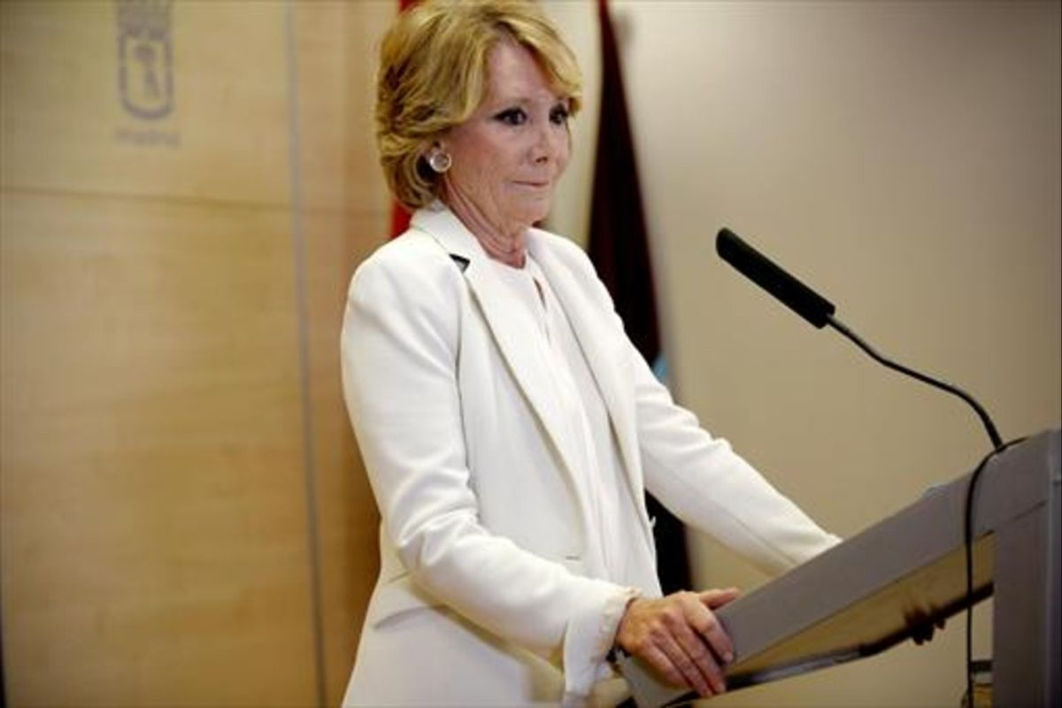 ESPERANZA AGUIRRE. La 'lideresa', anunciando su dimisión como concejala de Madrid tras los casos de corrupción del PP.