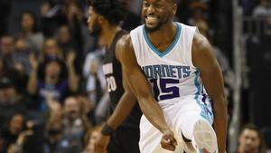 Kemba Walker celebra un triple convertido contra los Miami Heat.