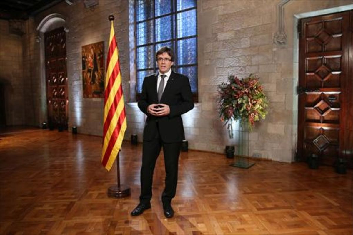 Puigdemont, durante el discurso de Fin de Año en la Generalitat.