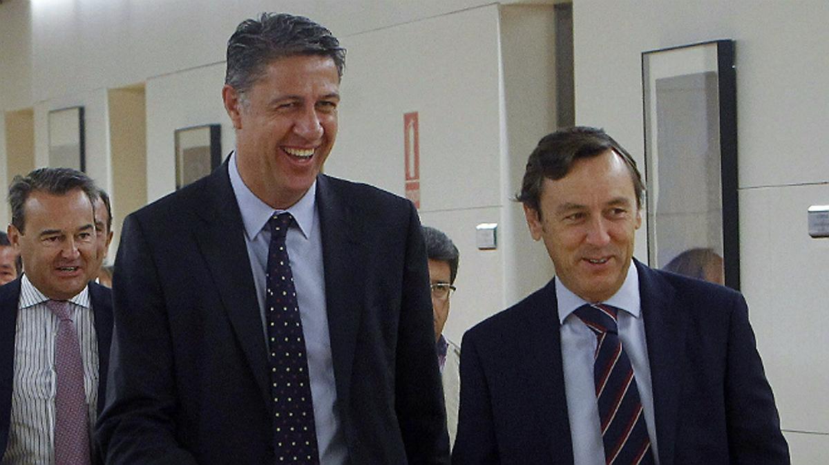El candidato popular a la Presidencia de la Generalitat, Xavier García Albiol, acompañado por el portavoz parlamentario del PP, Rafael Hernando, este martes.