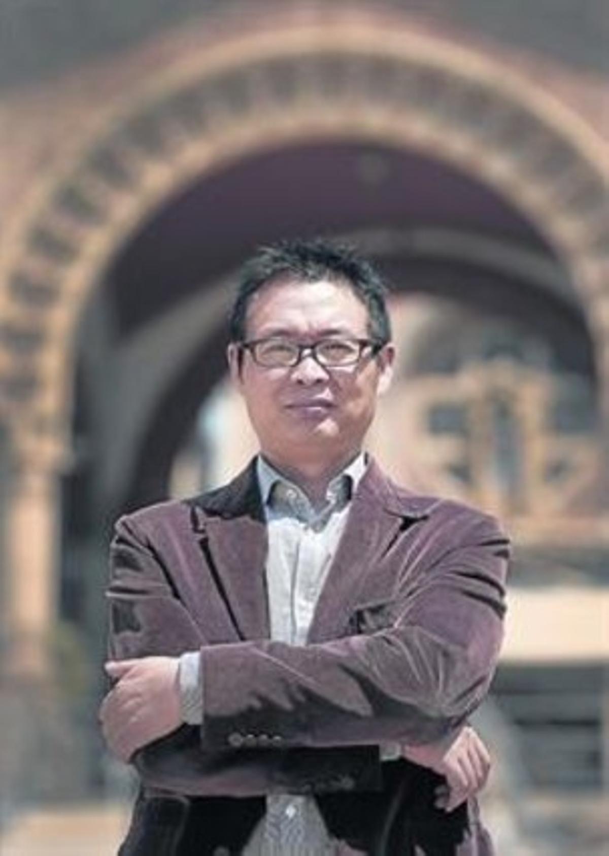De comandante a 'best-seller' .Mai Jia, hace unos días en Barcelona.