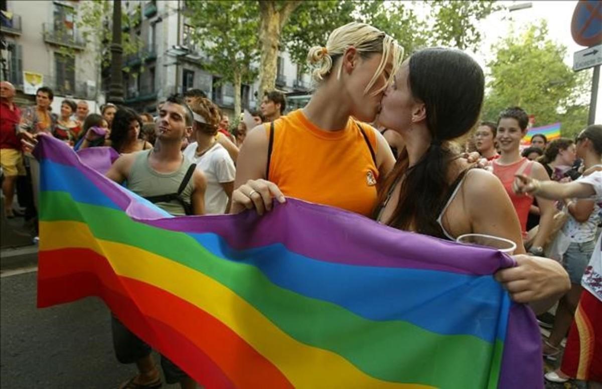 Denuncien un cas de discriminació a una parella de mares lesbianes