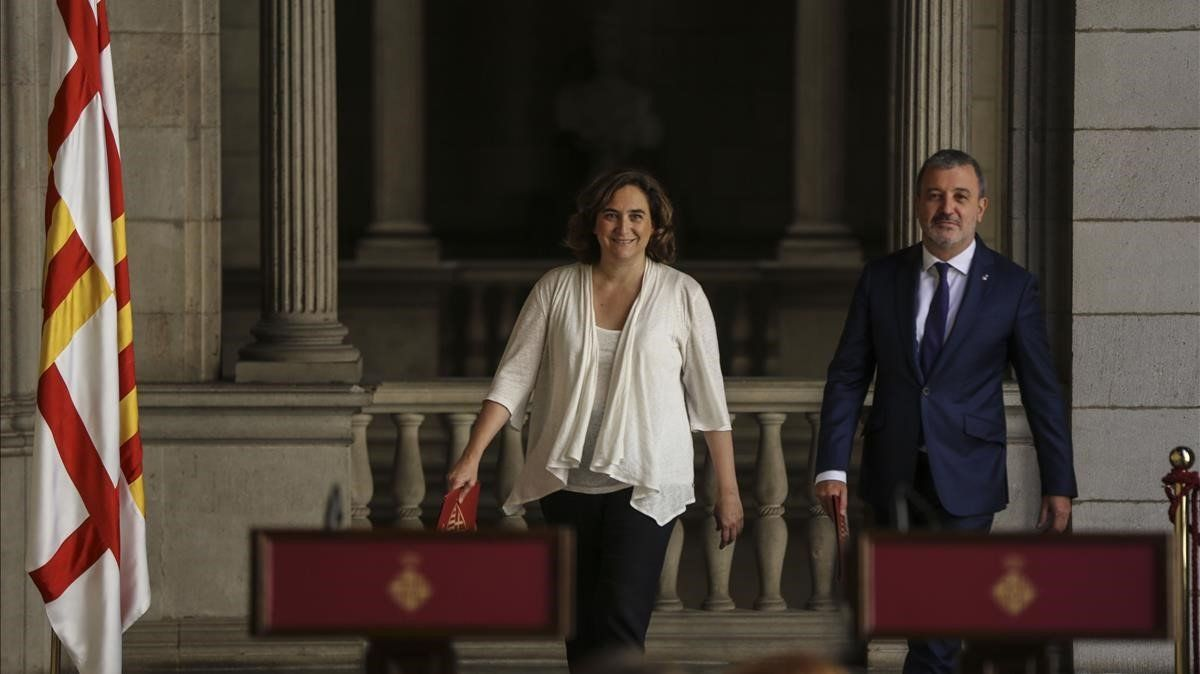 Ada Colau y Jaume Collboni, en la presentación del equipo de gobierno municipal de Barcelona, esta semana.