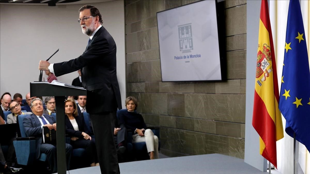 Declaración institucional de Mariano Rajoy tras la reunión extraordinaria del Consejo de ministros.