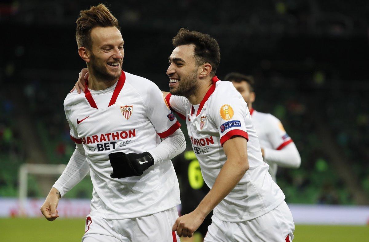 Rakitic (i) y Munir celebran uno de los goles del Sevilla en Krasnodar.