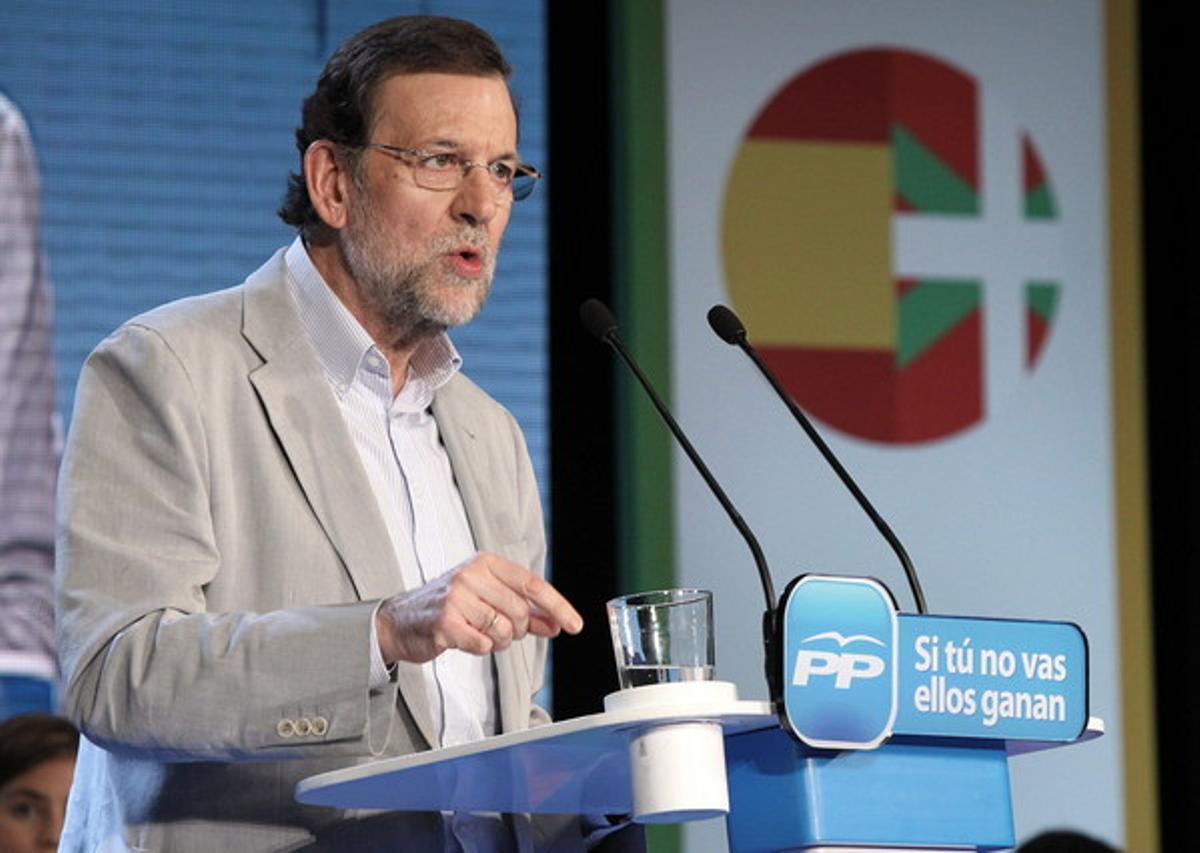 Mariano Rajoy, durante su intervención en un acto de campaña para respaldar al candidato del PP a lehendakari, Antonio Basagoiti, en Bilbao, este sábado