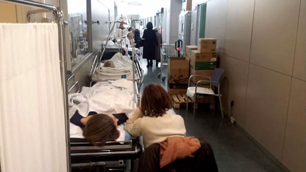 Las urgencias de los hospitales, saturadas por la gripe.