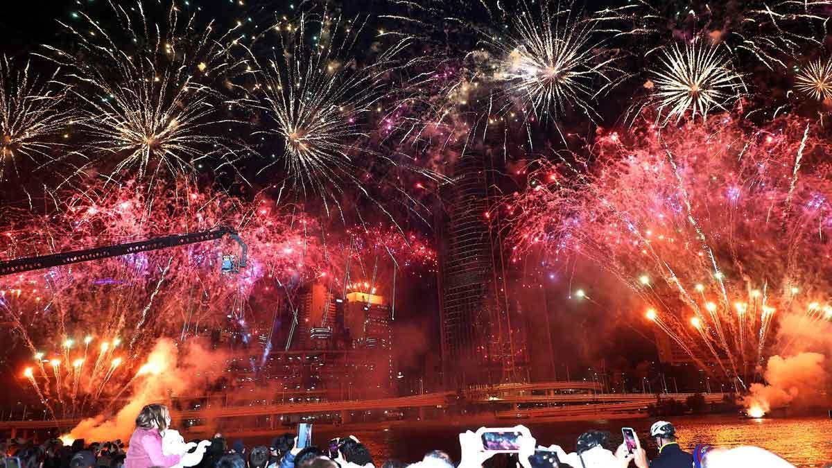 Australia celebra la elección de Brisbane como sede de los Juegos Olímpicos de 2032. En la foto, fuegos artificiales en Brisbane.