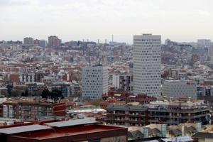 L'skyline de Santa Coloma, con los edificios cúbicos a primera línea. FOTO: ACN