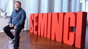 El artista chino Ai Weiwei, en Valladolid, donde ha presentado 'Marea negra', un abrumador documental sobre los refugiados.