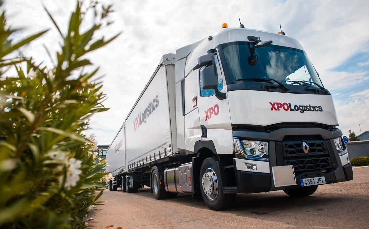Un megacamión de XPO Logistics.