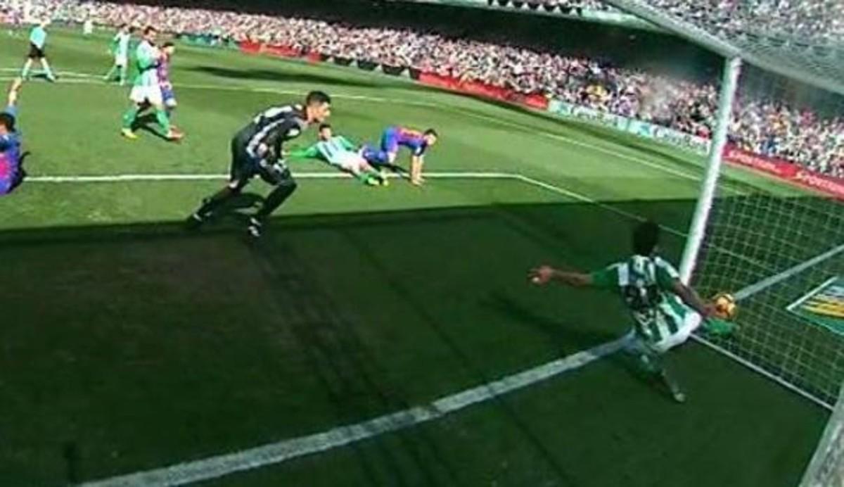El 'gol fantasma' del Barça en el campo del Betis.