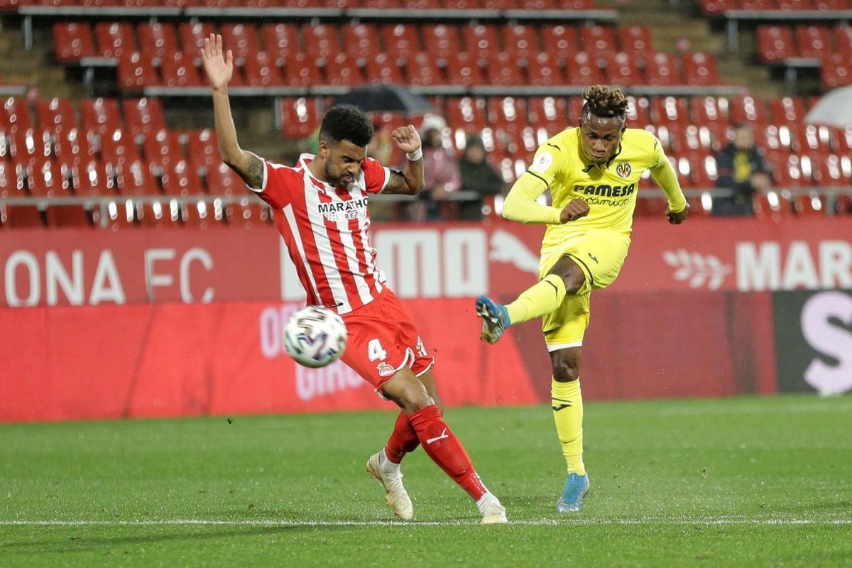 Chukwueze, del Villarreal, y Ramalho, durante el partido de Copa.
