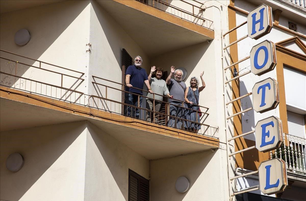 Un saludo desde el antiguo hotel, futura residencia del colectivo Walden XXI.