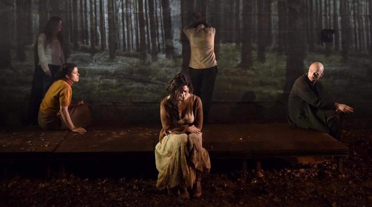 Una escena de 'Boscos', la tercera obra de la tetralogía 'La sang de les promeses', de Wajdi Mouawad..