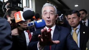 El expresidente Álvaro Uribe llega a la Corte Suprema de Justicia en Bogotá el pasado mes de octubre.