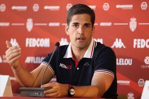 Robert Moreno, en una conferencia de prensa con el Monaco