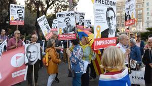 Concentración en apoyo a los presos del 1-O en la plaza de Catalunya de Barcelona