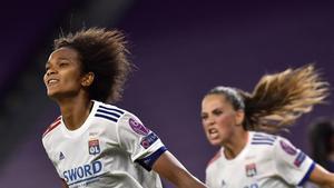 Wendie Renard celebra el gol que le da al Lyon el pase a la final de la Champions