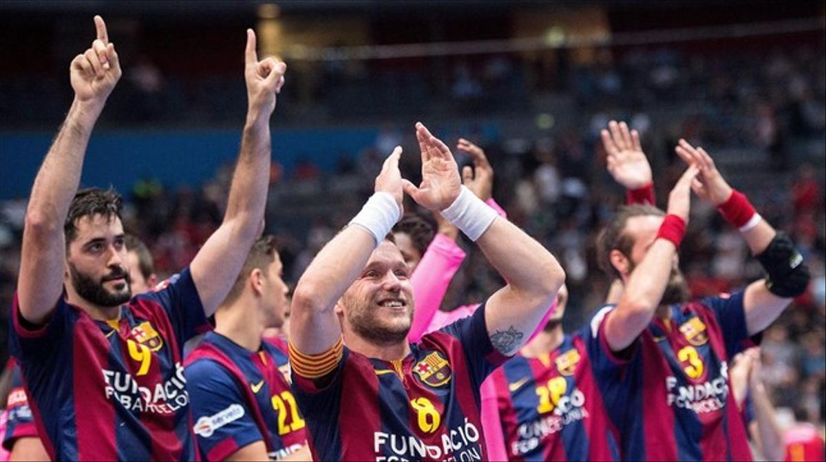 Los jugadores celebran con su afición la victoriaen Colonia