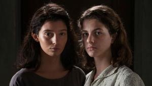 Margherita Mazzuco y Gaia Girace encarnan a las adolescentes Elena Greco y Raffaella Cerullo.