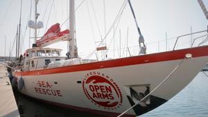 El velero Astral de Open Arms en el puerto de Badalona en 2019.
