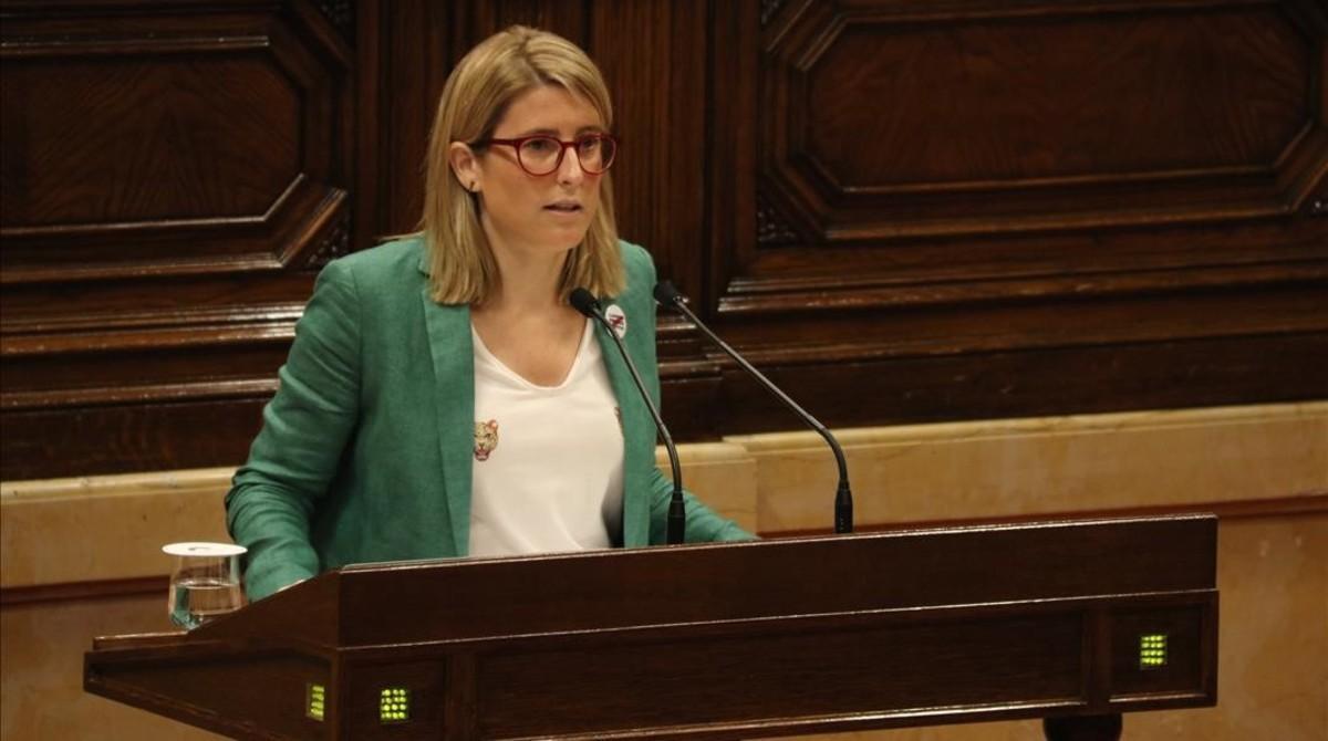 La portavoz de la Generalitat y 'consellera' de presidencia, Elsa Artadi, durante su intervención este jueves en el Parlament