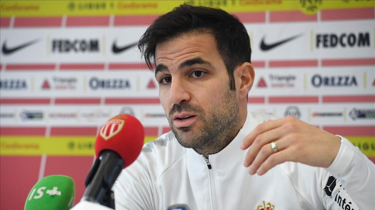 Cesc Fàbregas, en una rueda de prensa con el Mónaco.