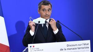 El ministro de Interior francés, Gerald Darmanin, este lunes,durante una visita alservicio de seguridad interna de Francia (la DGSI).