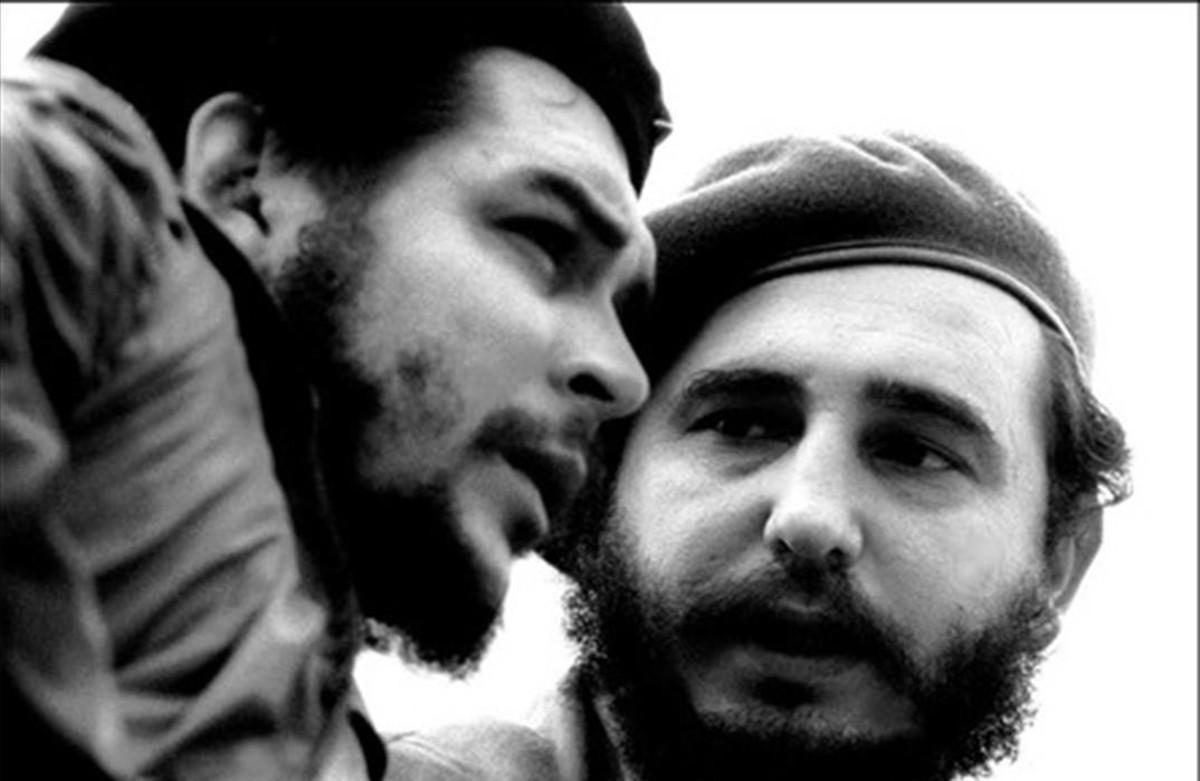 Ernesto Guevara, Che, y Fidel Castro, en una fotografía de los años 60.