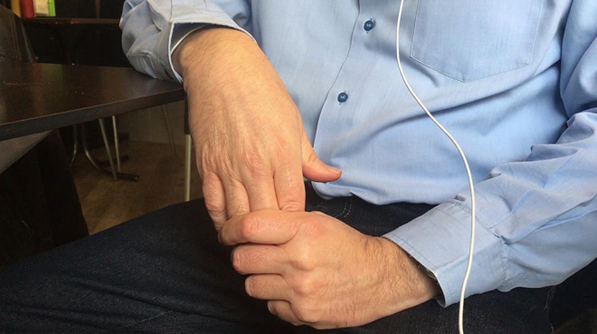 V., de 54 años,exalumno del hermano marista A. B. en la escuela de Sants-Les Corts, relata los abusos sexuales de que fue víctima cuando tenía 10 años.